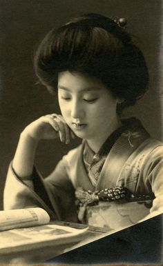 Geisha Sakae reading in a Dragonfly Kimono ~ Japan, 1910s. Sakae (さ か え), from the geisha district of Shitayya (Shitaya) Tokyo in the Taisho period, was popular after the Russian-Japanese War, with her image appearing on printed...