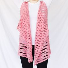 The sandy beach crochet vest pattern is for anyone and you can wear it over anything you want. It has a free sizing, so you can make it for any size. Crochet Cardigan Pattern, Crochet Blouse, Crochet Patterns, Crochet Vests, Crochet Ideas, Crochet Projects, Afghan Patterns, Blouse Patterns, Crochet Shawl