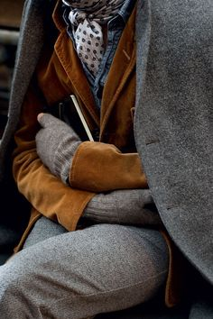 Gray and brown layers/ this looks very hobo chic, I like it - Men's style, accessories, mens fashion trends 2020 The Sartorialist, Hobo Chic, Mode Masculine, Look Fashion, Winter Fashion, Womens Fashion, Street Fashion, Petite Fashion, Milan Fashion