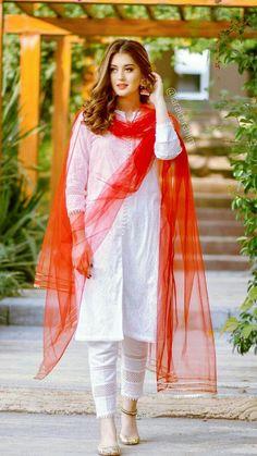 Pakistani Fashion Party Wear, Pakistani Dress Design, Pakistani Outfits, Indian Fashion, Eid Dresses For Girl, Stylish Dresses For Girls, Beautiful Pakistani Dresses, Elegant White Dress, Designer Party Wear Dresses