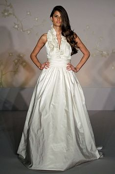 I'm in love with this dress.....why didn't i see anything like this when i was dress shopping!