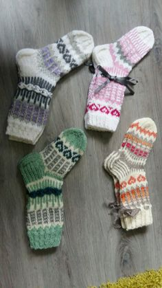 Kesää odotellessa! Wool Socks, Knitting Socks, Baby Knitting, Fingerless Gloves, Arm Warmers, Mittens, Christmas Stockings, Knit Crochet, Sewing