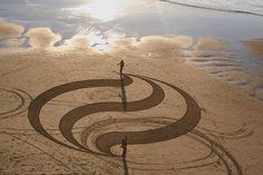American artist Andres Amador spends hours painstakingly carving giant works of art on to beach shores, some creations spanning up to 300 x 500 feet. He illustrates each pattern in a sketchbook before re-creating the grand design in the sand using nothing more than a garden rake. With the help of Google Earth to pick out the best beaches for his designs, Amador then patiently waits for a full moon to ensure tides are low enough for him to complete his design before it is washed away by the…