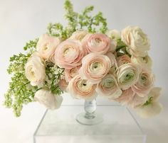 "884 Likes, 36 Comments - Jackson   Durham (@jacksondurhamevents) on Instagram: ""Lilacs and ranunculus...yummy! . . . . #jacksondurhamevents #floral #flowers #floraldesign…"""