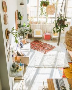 This Light Filled Loft Space Is An Apartment Most City Dwellers Only Dream Of Calls It Home See More Her Warm Colorful And Eclectic Via