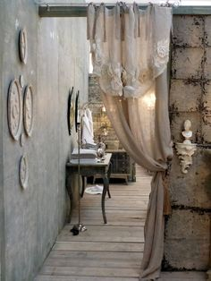 How to Design a Shabby Chic Bedroom Cortinas Shabby Chic, Shabby Chic Curtains, Shabby Chic Living Room, Shabby Chic Bedrooms, Shabby Chic Homes, Shabby Chic Decor, Rustic Wood Furniture, Shabby Chic Furniture, Casas Shabby Chic