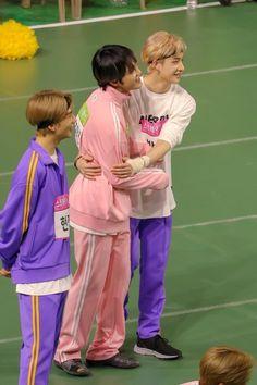 Chan and Hyunjin with JuHaknyeon(The boyz)