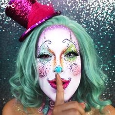 The Only Clown Costume Makeup Tutorial You Need This Halloween - Makeup Products Cool Halloween Clown, Cool Halloween Makeup, Easy Halloween, Clown Costumes, Halloween Tutorial, Female Clown Costume, Creepy Clown Makeup, Crazy Halloween Costumes, Circus Makeup