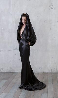 Long sheath dress with mane hood in double black silk satin-crepe