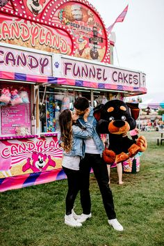 Kisses after winning his girl a prize at the fair! Photo by Karina and Maks photography Teen Couple Pictures, Fair Pictures, Boyfriend Pictures, Couple Photos, Cute Couple Pics, Boyfriend Goals, Relationship Pictures, Cute Relationship Goals, Couple Relationship