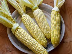 Who knew corn on the cob could be so easy? Oven Roasted Corn on the Cob Recipe : Tyler Florence : Food Network Oven Roasted Corn, Baked Corn, Oven Baked, Corn Recipes, Vegetable Recipes, Easy Recipes, Best Corn Recipe, Corn In The Oven, Lentils