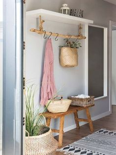 Entry Way Decor Foyer Decor Home Decor Rustic Farmhouse Farm House Country Home Entryway Ideas Foyer Ideas House Ideas Apartment Dcor - Decoration Home Design, Interior Design, Design Ideas, Diy Interior, Design Inspiration, Simple Interior, Bathroom Inspiration, Room Interior, Diy Design