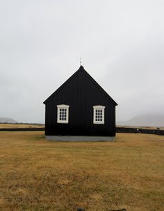 Love this black barn...Though I would add a cobblestone base and it would be perfect!