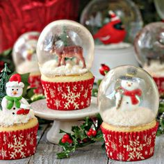 """Snow Globe Cupcakes with edible gelatin bubbles--yes, the """"glass' is made of gelatin!"""
