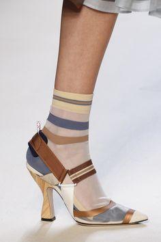 Detalles de la Colección Ready-to-Wear de Fendi para Primavera 2018.  Semana de la Moda de Milán. Fotos detalles: Marcus Tondo / Indigital.tv.