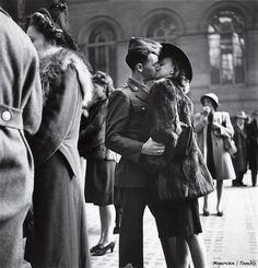 A guy, a girl, a goodbye — and no assurance that he'll make it back. By war's end, more than 400,000 American troops had been killed. 1944 / Alfred Eisenstaedt