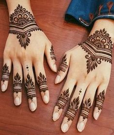 These stuning simple mehndi designs will suits you on every occassion. In Indian culture, mehndi is very important. On every auspicious occasion, women apply mehndi to show the importance of the occasion. Henna Tattoo Designs Simple, Finger Henna Designs, Modern Mehndi Designs, Mehndi Designs For Beginners, Mehndi Designs For Fingers, Mehndi Simple, Beautiful Mehndi Design, Arabic Mehndi Designs, Latest Mehndi Designs
