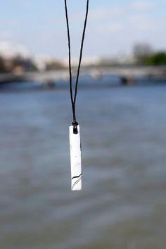Collier sautoir perle marbrée en forme de barre par CbyClemence