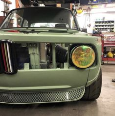 Bmw Old, Custom Bmw, Cool Old Cars, Great Run, Bmw 2002, Cars And Motorcycles, Toyota, Garage, Exterior