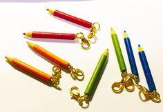 ミニチュア色鉛筆のカニカンチャーム