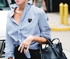 Play By Comme Des Garcons striped shirt and Nina Ricci Marche Tote. Nyfw Street Style, Street Chic, Street Fashion, Street Wear, Parisian Girl, Comme Des Garcons Play, Street Looks, Estilo Real, Mode Chic