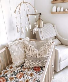 The prettiest boho baby room by Alli Havrilla Shop the crib sheet// link in our … Das schönste Boho-Babyzimmer von Alli Havrilla Krippenbogen shoppen // Link in unser Profil! Baby Room Boy, Baby Bedroom, Baby Room Decor, Nursery Room, Nursery Decor, Boho Nursery, Garden Nursery, Baby Girl Cribs, Nursery Ideas
