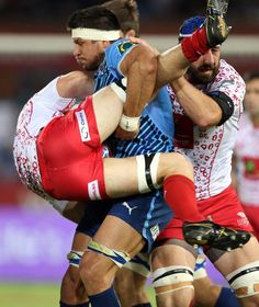 The Bulls' Pierre Spies puts in a massive hit Rugby Sport, Rugby Men, Sport Man, Rugby Teams, Pierre Spies, Hot Rugby Players, Football Players, Super Rugby, Beefy Men