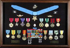 Example Shadow Box Kilgore-Long for dad? Army Service Uniform, British Army Uniform, Marine Corps Medals, Medal Display Case, Army Medals, Military Shadow Box, Military Decorations, Retirement Gifts, Military Retirement