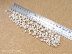 Blanca collar de perlas de agua dulce en la seda Por hilo CuteActually