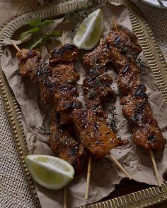 Hoy comemos unos deliciosos pinchos morunos caseros mañana en el blog os cuento como pararlos en casa y que queden deliciosos!! :) #internationalfood #mediterraneanfood #moroccanfoods #moroccanstyle #middleeastern by raulenlaplaya