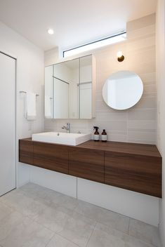 Modern Home by Clasis Homes of Japan Bath Shelf, Ideal Bathrooms, Interior Architecture, Interior Design, Washroom, My Dream Home, Building A House, House Design, Japanese Style