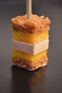 Apéritif : Sucette foie gras mangue pain d'épices http://je-cuisine-tu-cuisines.over-blog.fr/article-sucettes-foie-gras-mangue-pain-d-epices-106075791.html