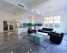 Para dar vida a um piso antigo de forma rápida, pratica, sem sujeira e quebra-quebra, o porcelanato líquido ou piso epóxi é uma boa opção....