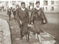 """Κρήτες χωροφύλακες στη Θεσσαλονίκη (η φωτογραφία είναι από το βιβλίο του Μ. Μαζάουερ """"Θεσσαλονίκη, η πόλη των φαντασμάτων"""", εκδόσεις ΑΛΕΞΑΝΔΡΕΙΑ)"""