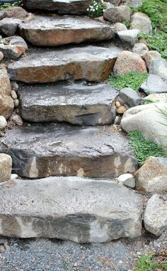 outdoor - How to set stepping stones in steep, loose hillside - Home Improvement Stack Exchange Steep Hillside Landscaping, Landscaping With Rocks, Backyard Landscaping, Landscaping Ideas, Landscape Stairs, Landscape Design, Outdoor Stone Steps, Staircase Outdoor, Steep Gardens