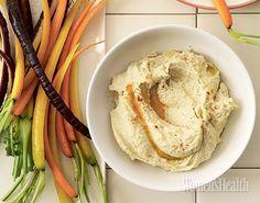 Хумус – такая густая нежная паста, которую удобно зачерпнуть хлебом или овощем и умять без стеснения. Благодаря нуту - основному ингредиенту закуски - хумус богат растительным белком, дающим энергию и сытость, клетчаткой, витаминами и минералами. Р