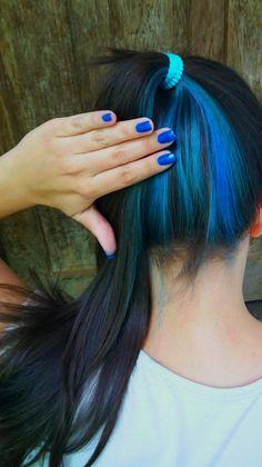 Pin on hair dye ideas Pin on hair dye ideas Blue Hair Streaks, Brown Blonde Hair, Hair Color Blue, Peekaboo Hair Colors, Blue Hair Highlights, Front Hair Styles, Curly Hair Styles, Blue Hair Underneath, Underdye Hair