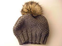 Mütze stricken - Perlmuster, Mütze mit Fellpompon
