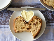 a vegan raisin bread for Halloween | (To quote the previous poster...) A beautiful recipe for barm brack, a traditional Irish halloween bread. Similar to the Welsh bara brith or speckled bread. #bread #food #Irish #Welsh #rustic #baking #food #breakfast #snack