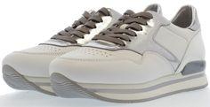17 beste afbeeldingen van Trend: witte sneakers Paars