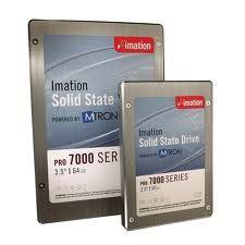 UNIDAD DE ESTADO SOLIDO Una unidad de estado sólido o SSD (acrónimo en inglés de solid-state drive) es un dispositivo de almacenamiento de datos que usa una memoria no volátil, como la memoria flash, o una memoria volátil como la SDRAM, para almacenar datos, en lugar de los platos giratorios magnéticos encontrados en los discos duros convencionales