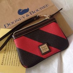 New Dooney & Bourke wristlet !!price is firm 🔴🔴 ✅leather ✅brown and dark orange colors✨✨✅authentic Bags Clutches & Wristlets