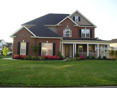 Exterior house colors with brick cream black shutters 35 new Ideas House Paint Exterior, Exterior Siding, Exterior Remodel, Exterior Paint Colors, Exterior House Colors, Grey Siding, Red Brick Exteriors, Black Shutters, Roof Colors