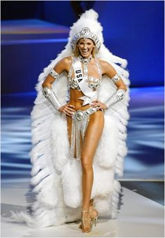 Miss USA Shandi Finnessey walks during the national costume presentation in Quito, 25 May where the Miss Universe 2004 contest will be held next 01 June. Pageant Makeup, Beauty Pageant, Miss Usa, Miss Universe 2004, Miss Universe National Costume, Showgirl Costume, Fantasy Costumes, Young Professional, Miss World