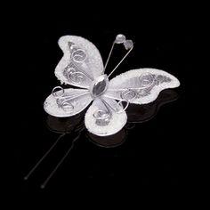 Superschattige haarspeldje met witte organza vlinder en strass steentjes. De vlinders steekt u in het haar van uw bruidsmeisjes d.m.v. de zwarte haarspeldjes. Deze haarspeldjes zijn handgemaakt door Haarfrutsels.nl en alleen in onze webwinkel verkrijgbaar.  Grootte van de vlinder: 47mm x 53mm  De vlinder is tevens in het roze verkrijgbaar.