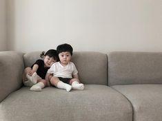 Loạt ảnh ngắm mãi không chán của cặp sinh đôi siêu dễ thương - Ảnh 5. Baby Tumblr, Beautiful Children, Cute Kids, Funny Kids, Cute Babies, Cute Asian Babies, Dream Baby, Baby Love, Jae Yoon