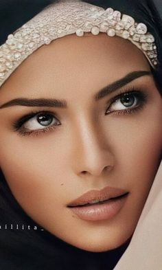 Beautiful Eyes, Gorgeous Women, Woman Face, Girl Face, Model Face, Dark Hair, Body Shapes, Face And Body, Beauty Girls