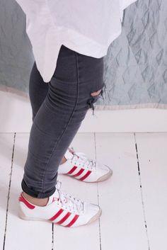 Klassisk 80′ er outfit med røde negle (Dorte Bak) dd886377388be