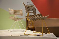 Pedro Franco, o idealizador da marca, desenha a cadeira Esqueleto, também feita com madeira líquida injetada
