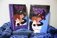 The New Edition of Demon Soul arrived this week-end. It's the first hard cover edition and it turned out pretty well even in the new printer changed the colours a bit compared to what I'm used to with CreateSpace. Now I have the paperback and the hard cover and multiple version of the ebook. I'm not sure I will have the hard cover on sale, it is not a priority on my to do list for the moment.